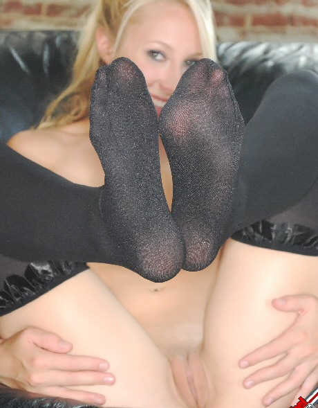 rachel sexton showing her pussy in stockings