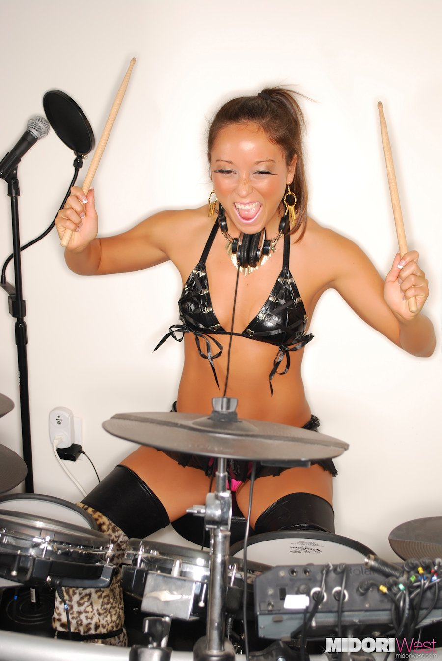 Saunasex Playing Drums Girl Nude