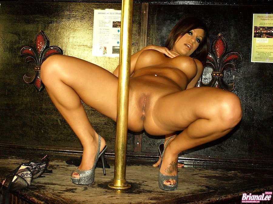 dancing girl Sexy naked pole
